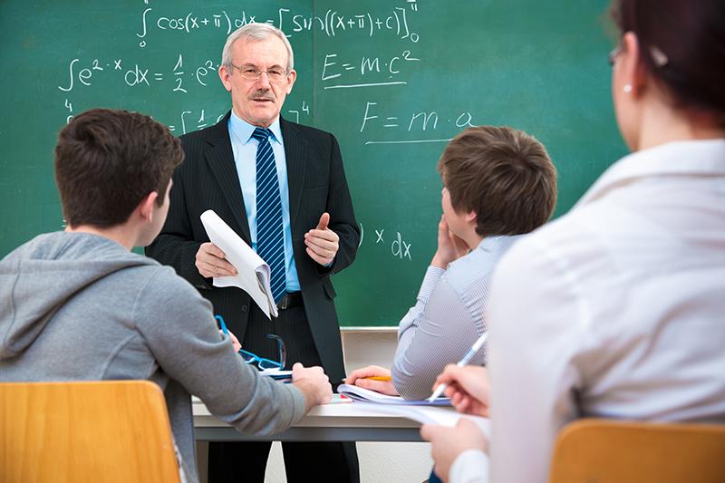 Una sentencia del TS declara nulo el despido de los profesores interinos durante las vacaciones